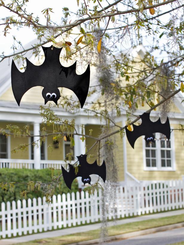Halloween hanging bats