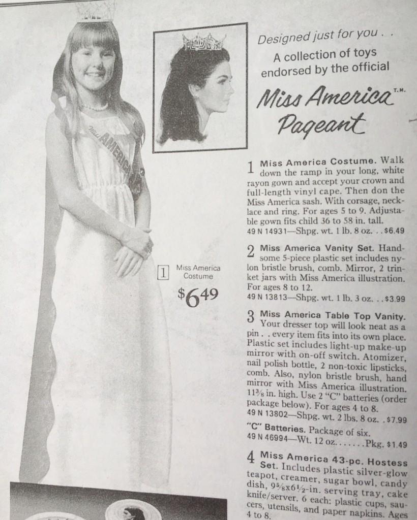 Gift Grapevine retro toys - Miss America costume