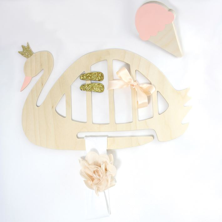 Wall Collective swan organiser - Baby and kids gift ideas June 2016 - Gift Grapevine