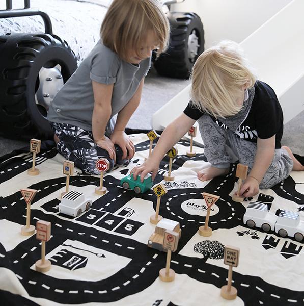 great new kids gift ideas - roadways storage bag